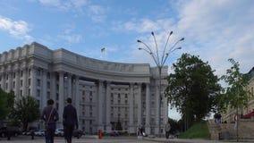Quadrato di Mikhaylovskaya La costruzione del ministero degli affari esteri a Kiev video d archivio