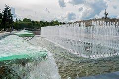Quadrato di Mosca e la fontana di canto sulla priorità alta a St Petersburg, Russia Immagini Stock