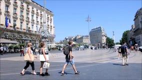 Quadrato di opera nel centro storico del Bordeaux stock footage