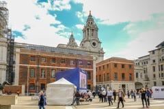 Quadrato di Padrenostro, Londra, Regno Unito - 3 agosto 2017: Scena della via a Fotografia Stock Libera da Diritti