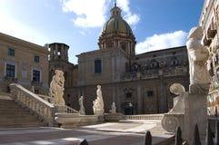 Quadrato di Palermo con la fontana Immagini Stock Libere da Diritti