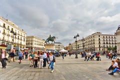 Quadrato di Puerta del Sol nel centro di Madrid Immagini Stock Libere da Diritti