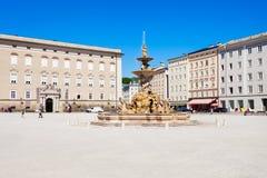 Quadrato di Residenzplatz a Salisburgo immagini stock