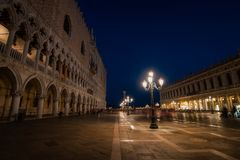 Quadrato di St Mark di notte, Venezia, Italia, Europa Fotografia Stock