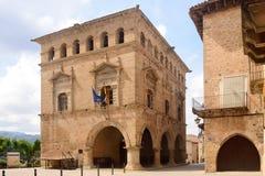 Quadrato e municipio del villaggio di Arnes, Terra Alta, Tarrag Fotografia Stock