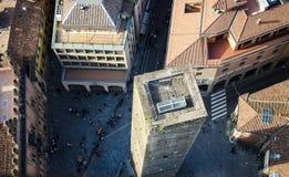 Quadrato italiano con la torre Fotografia Stock Libera da Diritti