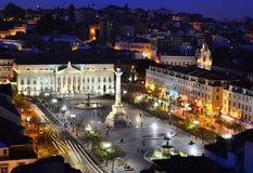 Quadrato nella notte, Lisbona di Rossio Fotografia Stock