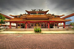 Quadrato pavimentato tempiale cinese fotografie stock libere da diritti