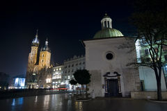 Quadrato principale di Cracovia alla notte Fotografia Stock