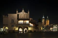 Quadrato principale di Cracovia alla notte Immagini Stock Libere da Diritti