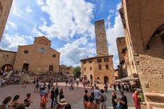 Quadrato principale di San Gimignano - la Toscana Immagini Stock