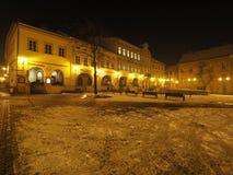 Quadrato principale nel centro urbano storico di Bielsko-Biala in Polonia nella sera fredda di inverno Fotografie Stock