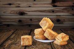Quadrato serbo del ½ u del u-Å del ½ di Å il piccolo ha modellato le paste sfoglia del croissant sulla R Fotografia Stock