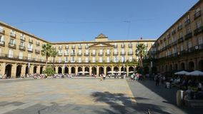 Quadri davanti all'accademia reale della lingua basca a Bilbao, vista di panorama stock footage