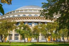 Quadrieren Sie, akademisches Opern- und Balletttheater Nowosibirsk-Staates Stockbild