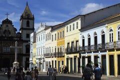 Quadrieren Sie mit Kirche von São Francisco in Salvador, Brasilien Lizenzfreie Stockfotos