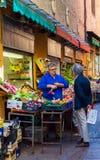 Quadrilatero的蔬菜水果商,波隆纳市场区域  伊米莉亚罗马甘 意大利 库存照片