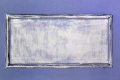 Quadro antigo vazio branco feito da gipsita no estilo do renascimento A parede é turquesa moldes Fundo Foto de Stock Royalty Free