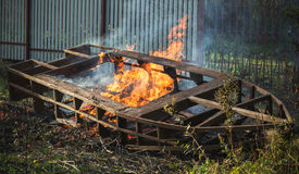 Quadro ardente do barco, fogueira exterior fotos de stock royalty free