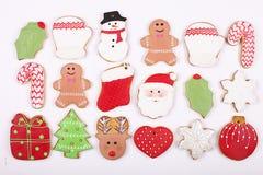 Quadro caseiro da cookie do pão-de-espécie do Natal na opinião de tampo da mesa de madeira com espaço da cópia Fotos de Stock