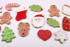 Quadro caseiro da cookie do pão-de-espécie do Natal na opinião de tampo da mesa de madeira com espaço da cópia Imagens de Stock