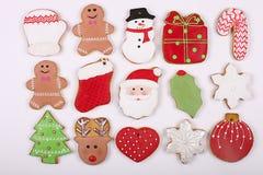 Quadro caseiro da cookie do pão-de-espécie do Natal na opinião de tampo da mesa de madeira com espaço da cópia Imagens de Stock Royalty Free