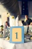 Quadro com número em uma tabela do alimento no restaurante Fotos de Stock Royalty Free