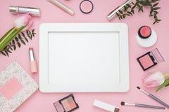 Quadro cor-de-rosa cosmético Vista superior Configuração lisa Fotografia de Stock