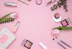 Quadro cor-de-rosa cosmético Vista superior Configuração lisa Imagens de Stock Royalty Free