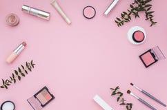 Quadro cor-de-rosa cosmético Vista superior Configuração lisa Foto de Stock Royalty Free