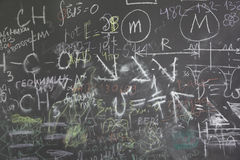 Quadro da escola com muitos formuls e sinais Imagem de Stock