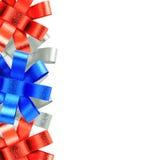 Quadro da prata vermelha e da fita azul isolado no fundo branco Fotografia de Stock