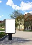 Quadro de avisos ao ar livre em branco fotos de stock