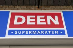 Quadro de avisos Deen Supermarket At Amsterdam The Pa?ses Baixos 2019 fotografia de stock
