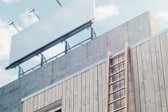 Quadro de avisos horizontal branco da placa na construção moderna, trocista acima rendição 3d ilustração do vetor
