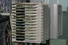 Quadro de distribuição principal no centro das telecomunicações imagens de stock