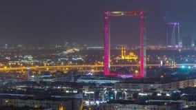 Quadro de Dubai com a mesquita de Zabeel Masjid iluminada no timelapse da noite video estoque