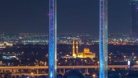 Quadro de Dubai com a mesquita de Zabeel Masjid iluminada no timelapse da noite filme