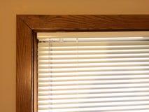 Quadro de janela de madeira das mini cortinas Imagens de Stock