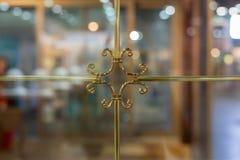 Quadro de janela dourado luxuoso imagem de stock royalty free