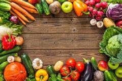 Quadro de legumes frescos sortidos Imagem de Stock
