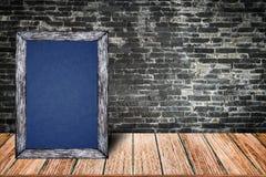 Quadro de madeira do quadro, menu do sinal do quadro-negro para a casa da barra do restaurante do escritório decorativa Fotos de Stock