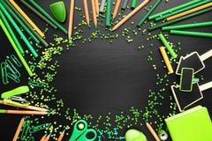 Quadro de materiais de escritório verdes Imagens de Stock Royalty Free