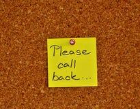 Quadro de mensagens com a almofada de nota pegajosa Foto de Stock
