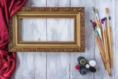 Quadro de quadro com escovas e pintura Imagem de Stock