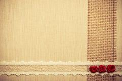 Quadro de rosas de seda vermelhas no pano Imagens de Stock Royalty Free