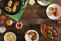 Quadro do alimento diferente do vegetariano Ratatouille, cutle dos grãos-de-bico Foto de Stock