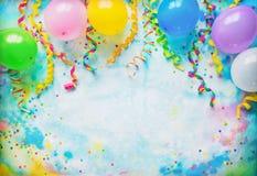 Quadro do festival, do carnaval ou da festa de anos com balões, flâmulas e confetes fotografia de stock
