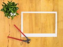 Quadro do Livro Branco no fundo de madeira Fotografia de Stock