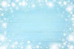 Quadro do Natal do floco de neve com espaço da cópia, no fundo de madeira da placa azul foto de stock royalty free